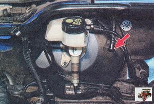 соединение шланга вакуумного усилителя торомзов