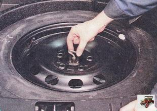 фиксатор запасного колеса