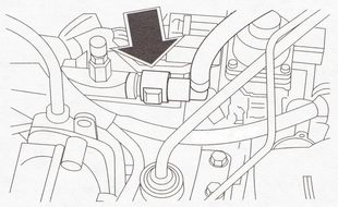 Соединение трубопровода подачи топлива с топливной рампой