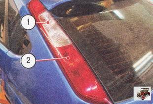 1 - лампа заднего указателя поворота; 2 - лампа стоп-сигнала/габаритного света