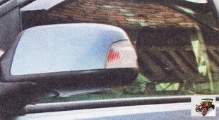 боковой указатель поворота в зеркале заднего вида