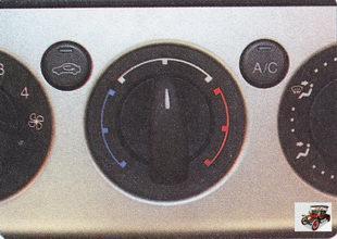 рукоятка регулятора изменения температуры поступающего в салон воздуха