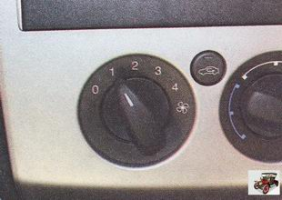 рукоятка регулятора увеличения интенсивности подачи воздуха в салон
