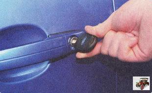 передние двери можно заблокировать снаружи ключом