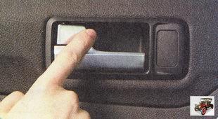 передние двери можно заблокировать клавишей блокировки