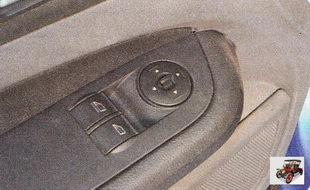 центральный блок управления стеклоподъемниками расположен в подлокотнике двери водителя