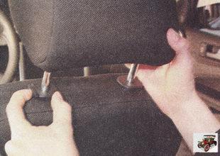 подголовники передних сидений можно регулировать по высоте