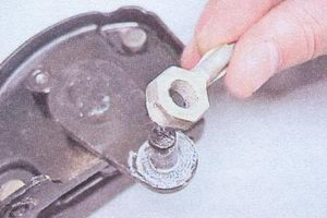 наконечник переднего троса ручного тормоза