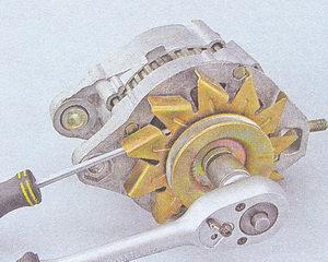 гайка крепления шкива и крыльчатки вентилятора генератора