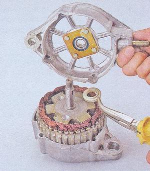 крышка генератора - дистанционная втулка