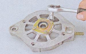гайки крепления подшипника передней крышки генератора