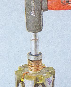 напрессовка подшипника генератора на ось ротора