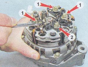 (1) выводы обмоток статора с блоком выпрямителей - (2) вывод выпрямительного блока генератора