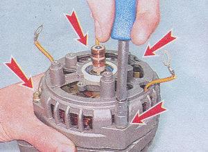 болтаы стягивающие переднюю и заднюю крышки генератора