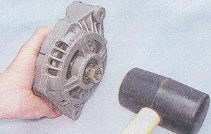 выпрессовка ротора из переднего подшипника генератора