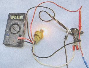 ВАЗ 2101:горит красная лампочка заряда акумера /// - есть ответ ...