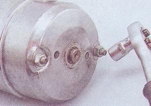 крепление задней крышки стартера ваз 2107