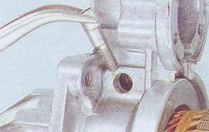 ось рычага привода стартера