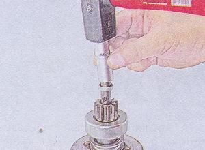 спрессовка ограничительного кольца с вала якоря стартера
