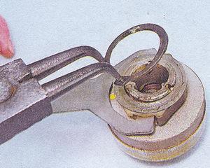стопорное кольцо муфты рычага привода стартера