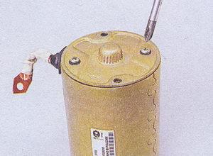 винты крепления щеточного узла к задней крышке стартера