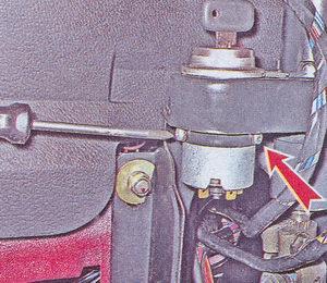 крепление замка зажигания к кронштейну рулевого вала