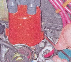 пружинные фиксаторы крышки трамблера