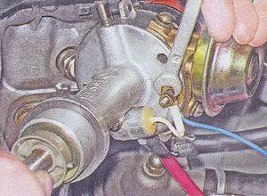 гайка провода соединяющего трамблер с выводом катушки зажигания