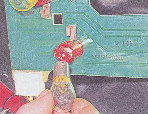 замена лампы в заднем фонаре ваз 2107