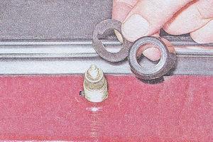пластмассовая втулка, резиновая прокладка привода рычага щетки стеклоочистителя ваз 2107
