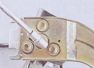 болты крепления мотор редуктора стеклоочистителя к кронштейну