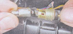 замена лампы освещения вещевого ящика ваз 2107