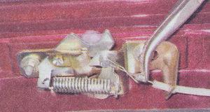трос замка капота - фиксирующая втулка