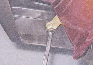 болт крепления переднего бампера ваз 2107