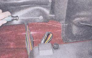 фиксаторы заднего крепления коврика багажника
