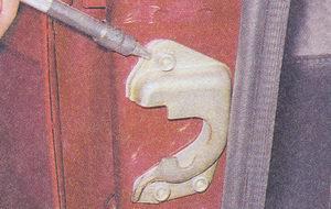 фиксатор передней двери ваз 2107