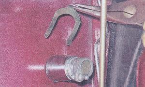 стопорная скоба личинки замка передней двери ваз 2107