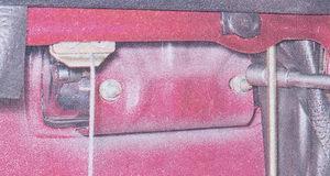 гайки крепления наружной ручки замка двери ваз 2107