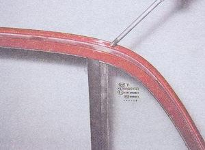 саморез крепления задней верхней направляющей опускного стекла