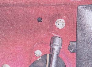 гайка крепление кронштейна привода наружной ручки