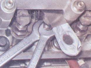 регулировка зазора клапана двигатель ваз 2107