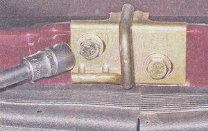 фиксатор замка багажника ваз 2107