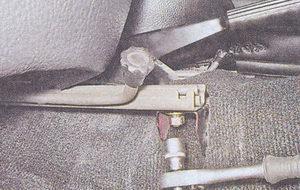крепление внутренней направляющей салазок сиденья ваз 2107
