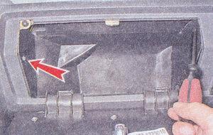 саморезы крепления корпуса вещевого ящика