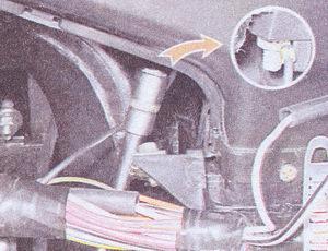 гайка крепления кожуха радиатора печки ваз 2107