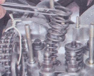 наружняя и внутренняя пружины клапана