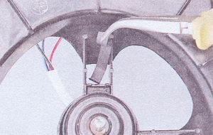 скобы крепления электродвигателя вентилятора отопителя ваз 2107