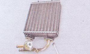 крепление отводящих патрубков радиатора печки ваз 2107