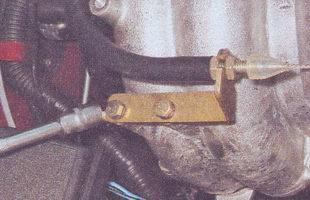 кронштейна троса привода дроссельной заслонки ваз 2107