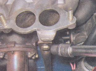 крепление передней и задней растяжеки впускного коллектора трубопровода ваз 2107